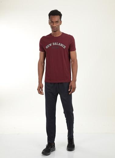 New Balance New Balance Logo Tee Erkek Tişört MPT025-BKR MPT025-BKR034 Kırmızı